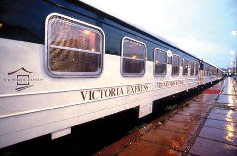 поезд Victoria Express Train